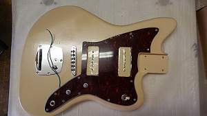 Click image for larger version.  Name:16_Body_with_wiring_and_pickguard.jpg Views:57 Size:287.4 KB ID:29577